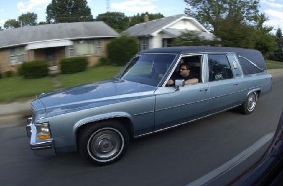 Az megvan, hogy Tony Stewartnak egyszer készítettek egy luxus halottaskocsit?