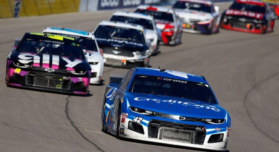 A NASCAR is belengette szezonjának a piros zászlót
