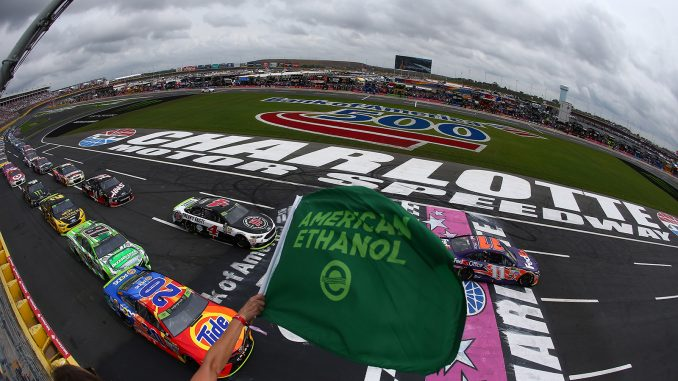 Magas rangú politikusok lobbiznak a NASCAR-szezon újraindításáért
