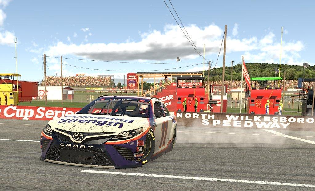 eNASCAR: Denny Hamlin nyerte a zárófutamot, Timmy Hill a bajnok