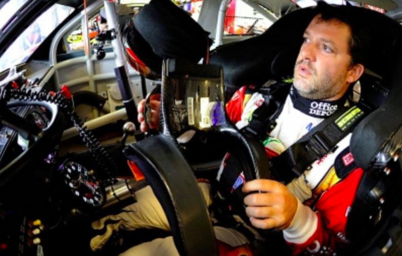 Tony Stewart visszalépett a NASCAR indianapolisi versenyétől