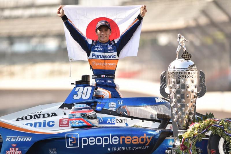 HIVATALOS: Takuma Sato 2021-ben is marad az RLL Racingnél