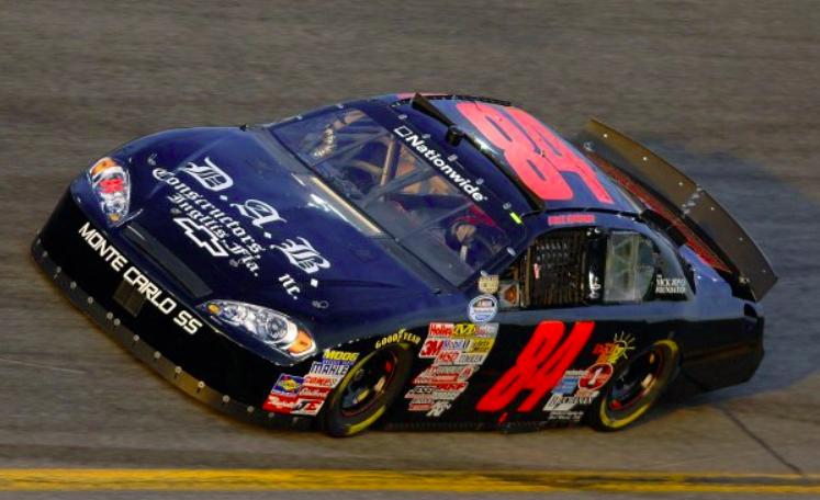 A NASCAR-pilóta, aki halott rajongóját vitte körbe a versenypályán