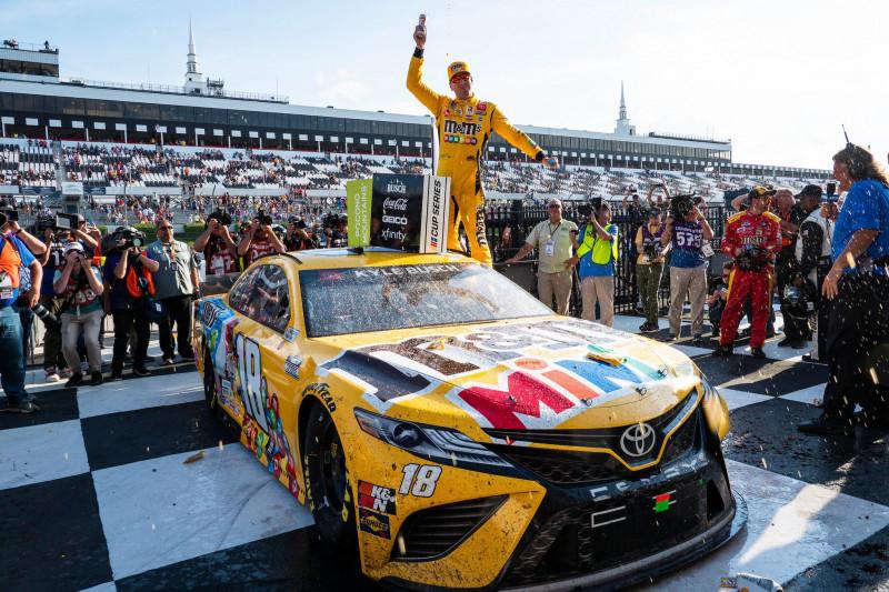 NASCAR: Kyle Busch megállította a Hendrick-hengert
