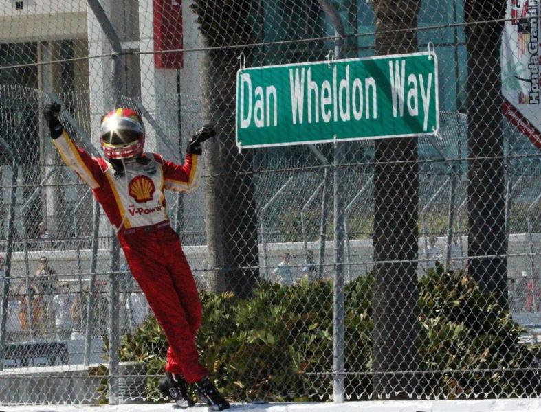 Van pár hátborzongató egybeesés Wheldon és Castroneves Indy 500 győzelme között