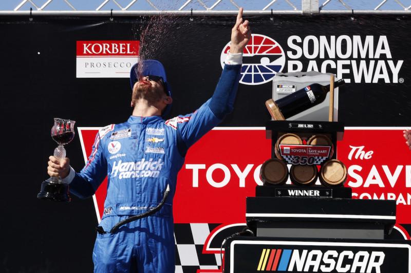 Rosszul elsült ünneplés: Larson bocsánatot kért a Sonoma Raceway igazgatójától