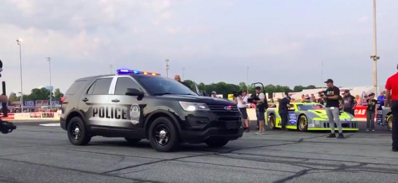 EZ KÉSZ! Paul Tracyt bilincsben, rendőrautóval vitték a versenypályára