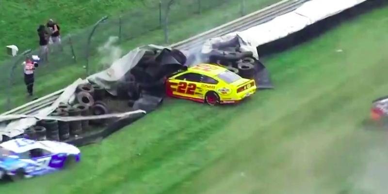 NASCAR: Allmendinger győzött az indianapolisi káoszban