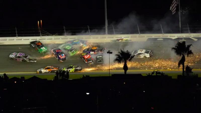 NASCAR: Blaney nyert Daytonán, Larson az alapszakasz bajnoka